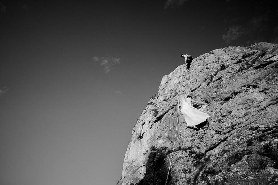 Wspinaczka w skałkach sesja ślubna