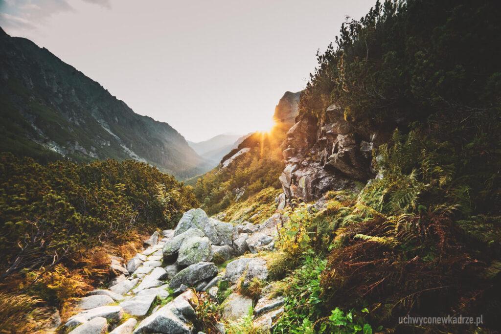 Wschód słońca w drodze do Doliny Pięciu Stawów